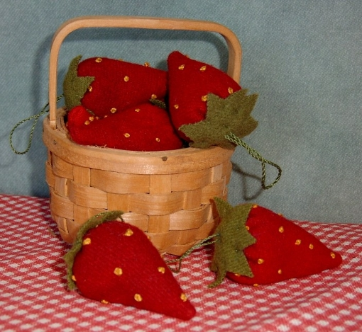 Picture of Strawberry Emery Wool Applique