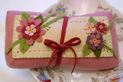 Think PINK Sachet/Pin Cushion - Wool Applique Pattern