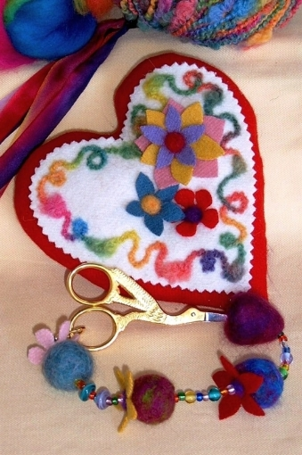 Picture of Blooming Heart Pin Cushion & Scissor Fob Pattern