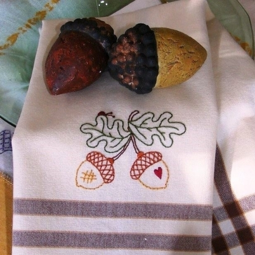 Autumn Acorn Machine Embroidery Pattern