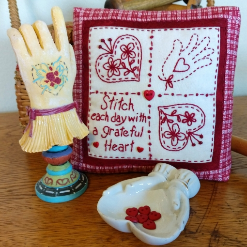 Picture of Redwork Pin Cushion Club - Hand Embroidery - Pattern 09 - 1523