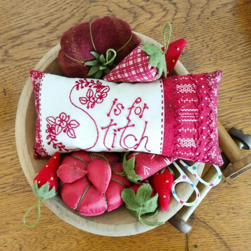 Picture of Redwork Pin Cushion Club - Machine Embroidery - Pattern 11 - 1525