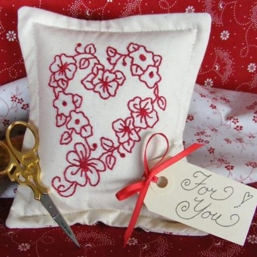 Picture of Mother's Day Floral Heart - Machine Embroidery Pattern - Download